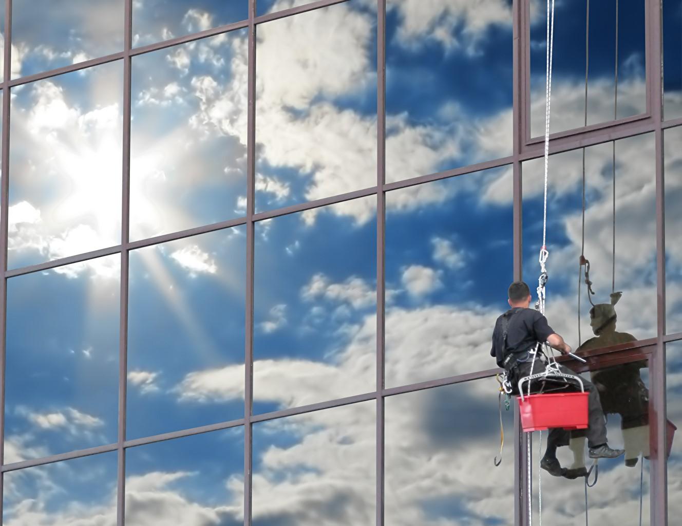 5 lợi ích của dịch vụ lau kính tin cậy