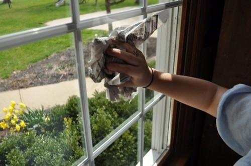 8 thủ thuật lau cửa sổ cho kính không tì vết
