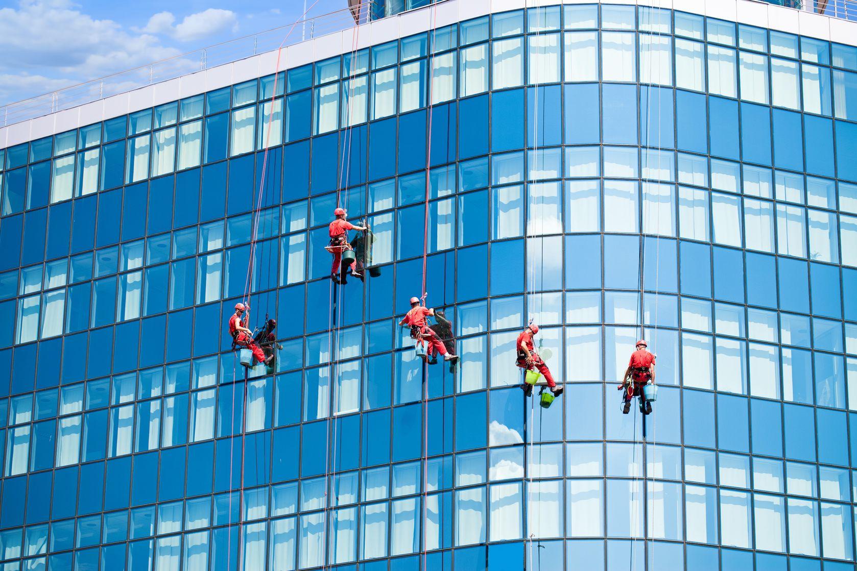 Các tiêu chí khi chọn công ty cung cấp dịch vụ lau kính