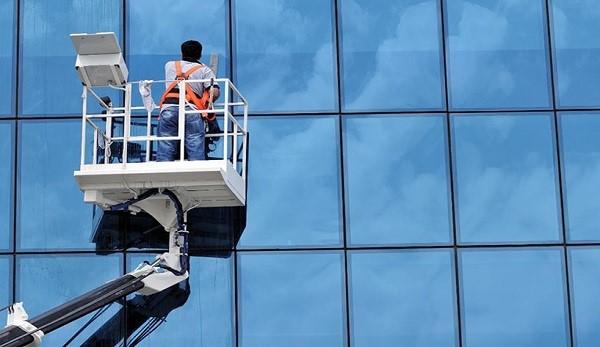 Dịch vụ lau kính Becamex Tower