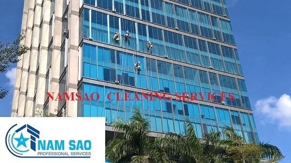 Dịch vụ lau kính Saigon GateWay