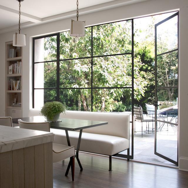 Làm sạch các cửa kính từ trần đến sàn nhà