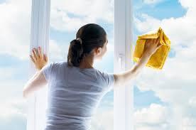 Loại bỏ vết dầu trên kính cửa sổ