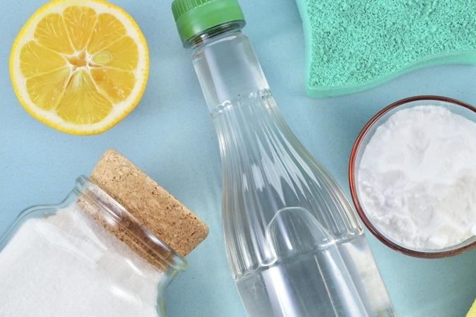 Pha dung dịch vệ sinh kính từ những nguyên liệu có sẵn trong bếp của bạn