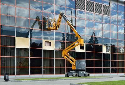 Quy trình vệ sinh kính tòa nhà cao tầng giá rẻ tại TPHCM